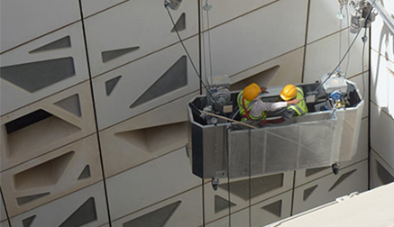 Čistenie-a-údržba-výrobných-hál----Výškové-práce-s.r.o.