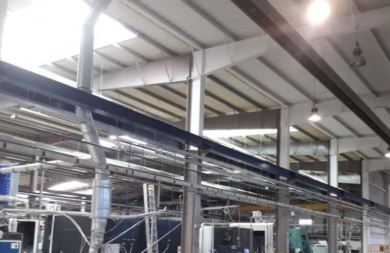 Výrobná hala čistenie - Práce vo výškach