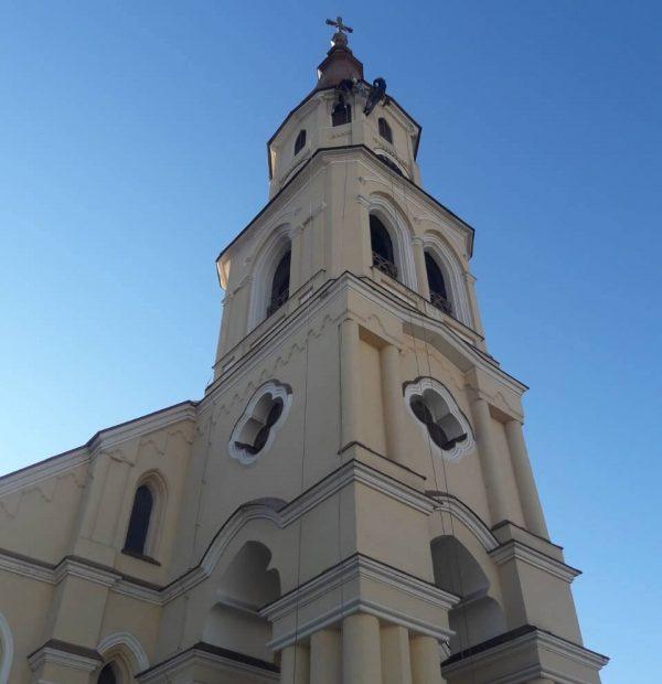 Práce vo výškach - úprava fasády kostola